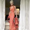 Lange oranje trouwjurk